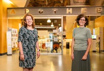 Jacqueline en Chantal voor Apotheek Kalsdonk in Roosendaal.